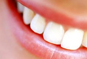 Как сделать зубы белоснежными в домашних условиях